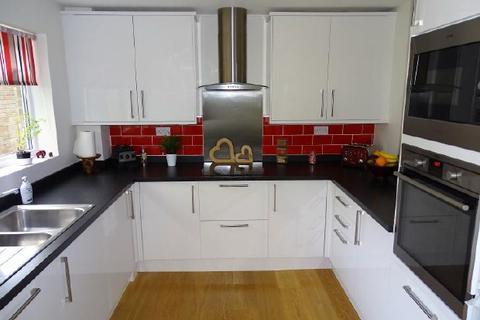 3 bedroom flat to rent - SANDELL  CRT - BASSETT - UNFURN