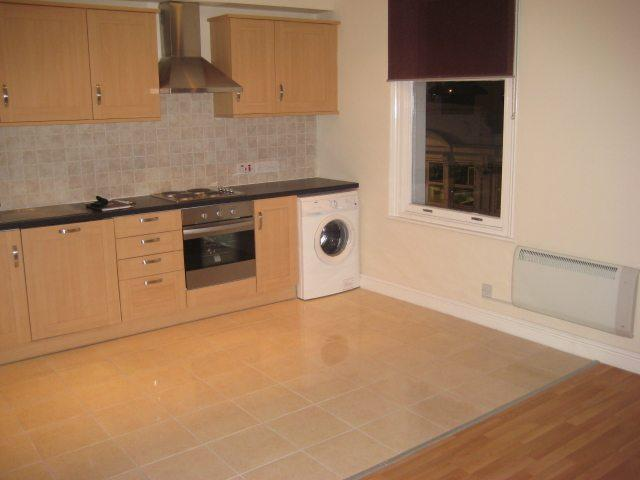 London road enfield en2 1 bed flat to rent 975 pcm for Laminate flooring enfield