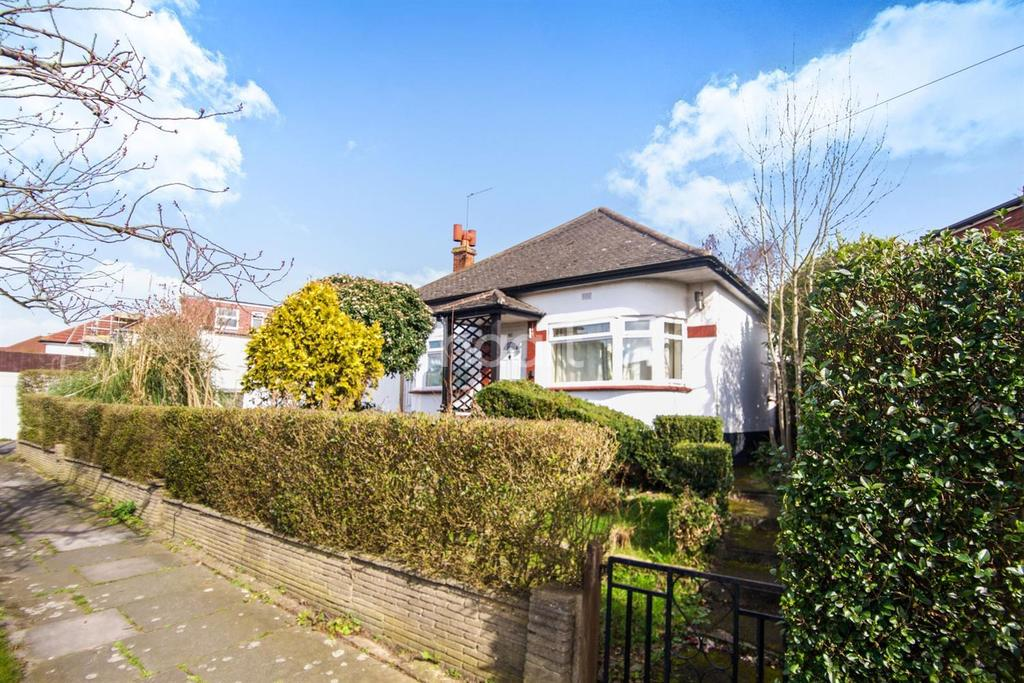 3 Bedrooms Bungalow for sale in Wood Lane, London NW9
