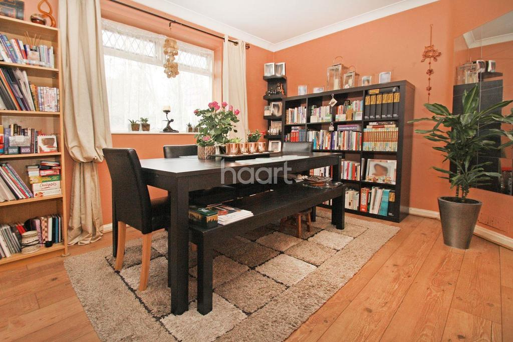 3 Bedrooms Semi Detached House for sale in Greenstead Avenue, Woodford Green, IG8