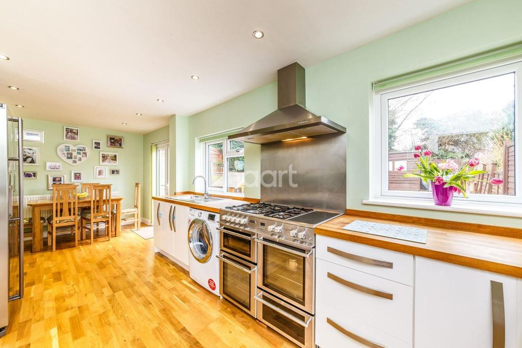 3 Bedrooms Terraced House for sale in Bernhardt Crescent, Chells, Stevenage