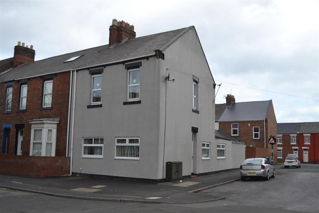 3 Bedrooms End Of Terrace House for sale in Cardwell Street, Roker, Sunderland