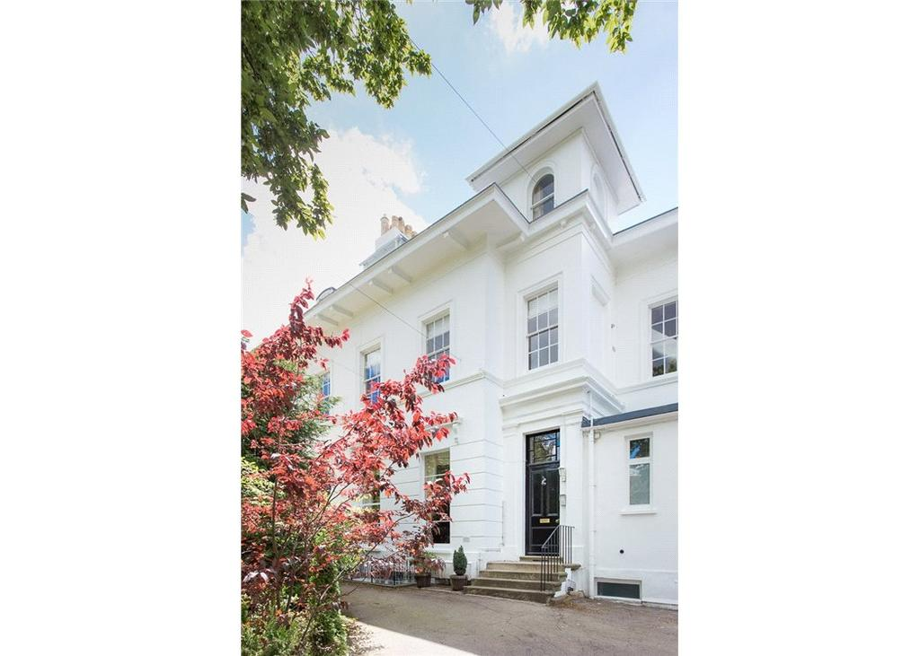2 Bedrooms Flat for sale in Parkfield Lawn, 59 St. Stephens Road, Cheltenham, Gloucestershire, GL51