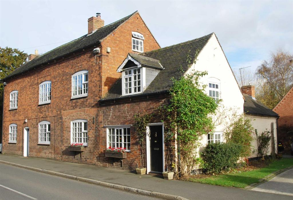 3 Bedrooms Semi Detached House for sale in Main Street, Yoxall