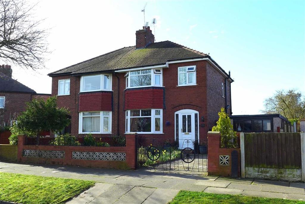 3 Bedrooms Semi Detached House for sale in Readesdale Avenue, Crewe