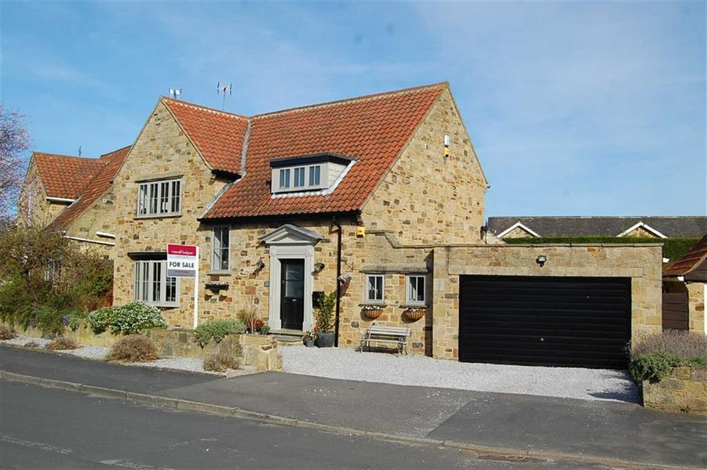 4 Bedrooms Detached House for sale in Millbeck Green, Collingham, LS22