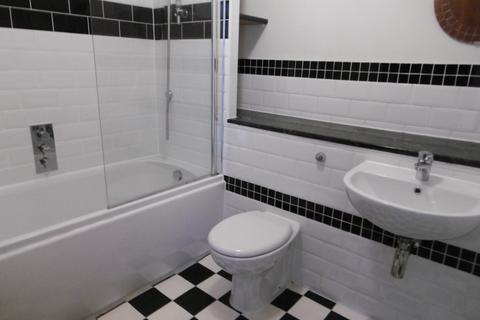 2 bedroom flat to rent - Attewell Court, Devonshire Buildings, Bath BA2