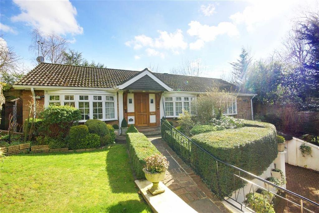 2 Bedrooms Bungalow for sale in Great North Road, Brookmans Park, Hertfordshire