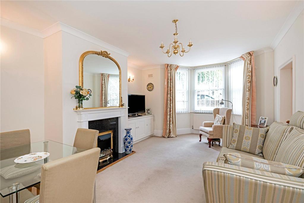 2 Bedrooms Flat for sale in Crossfield Road, Belsize Park, London, NW3