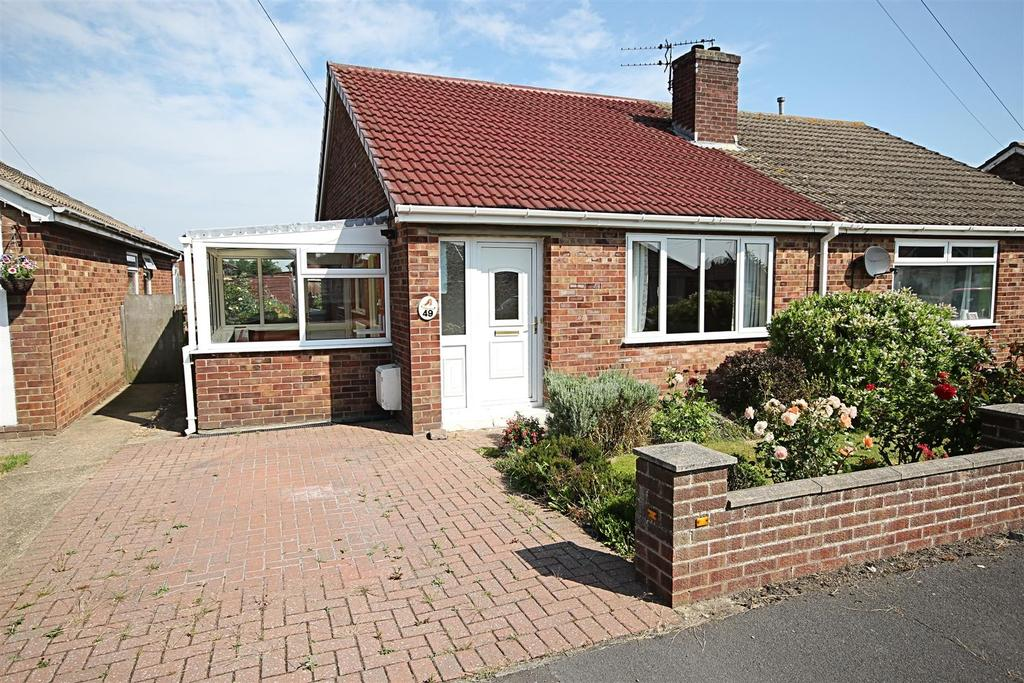 2 Bedrooms Semi Detached Bungalow for sale in 49 The Fairway, Mablethorpe