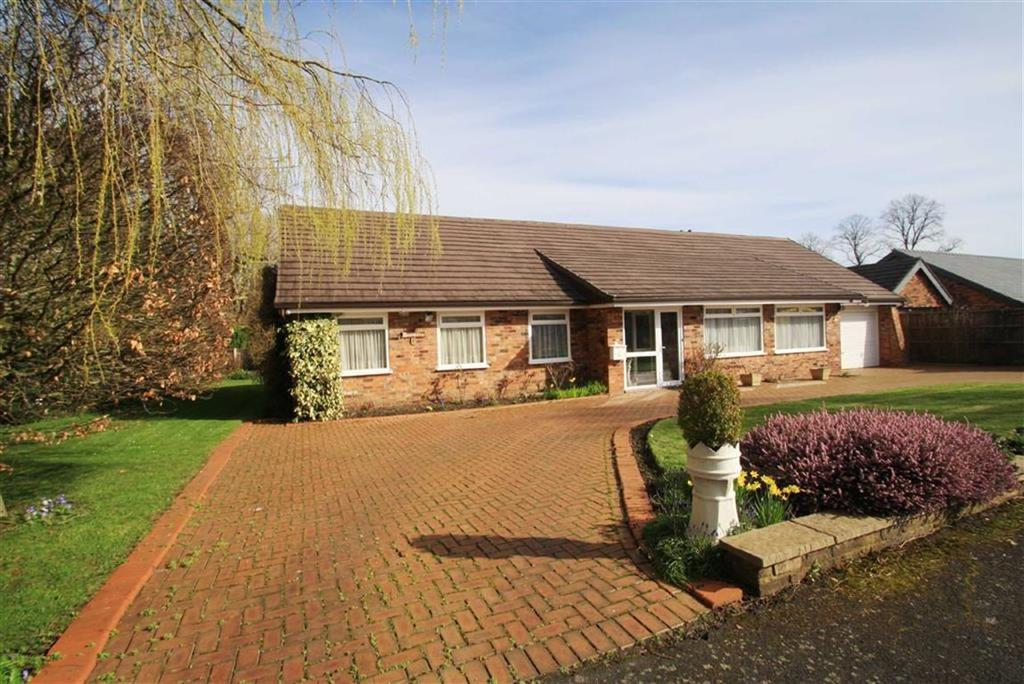 3 Bedrooms Detached Bungalow for sale in Overhill Drive, Wilmslow Park North, Wilmslow