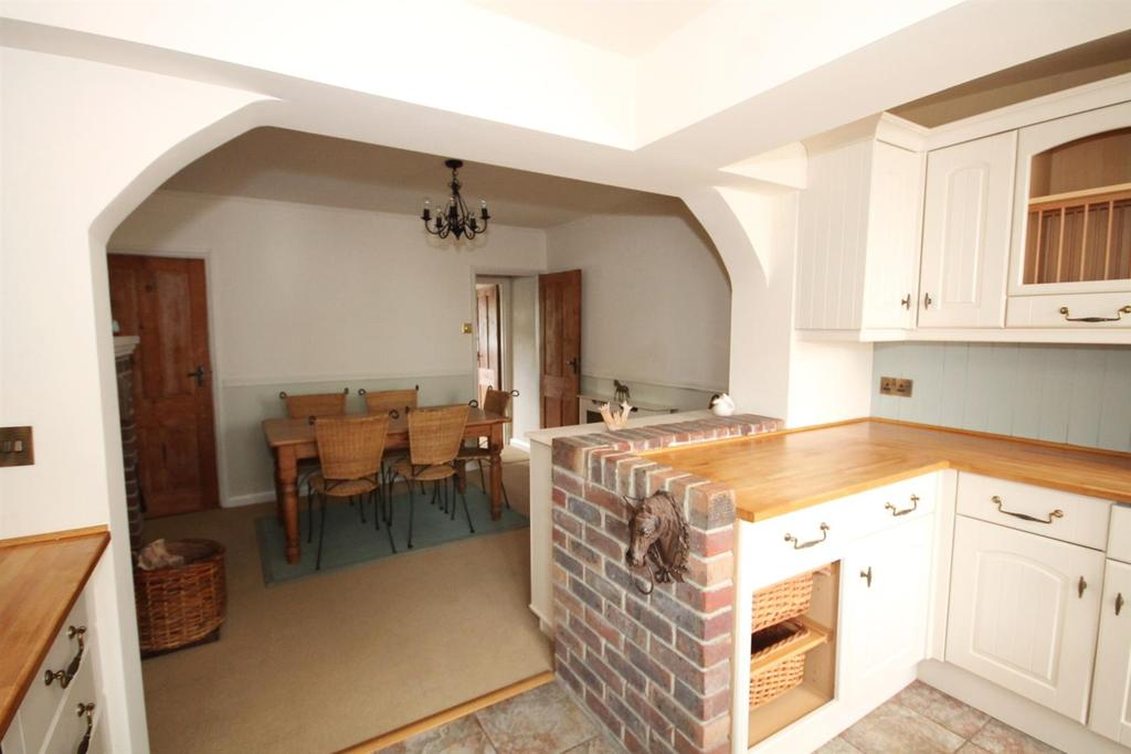 2 Bedrooms Cottage House for sale in Faygate Lane, Faygate, Horsham