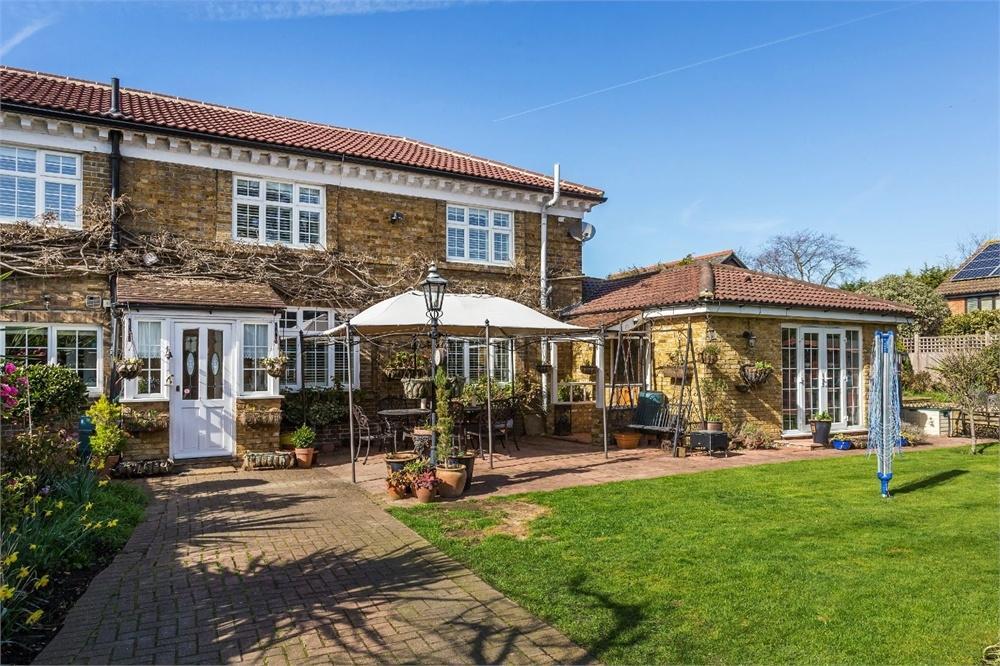 6 Bedrooms Semi Detached House for sale in Bridge Street, WALTON-ON-THAMES, Surrey