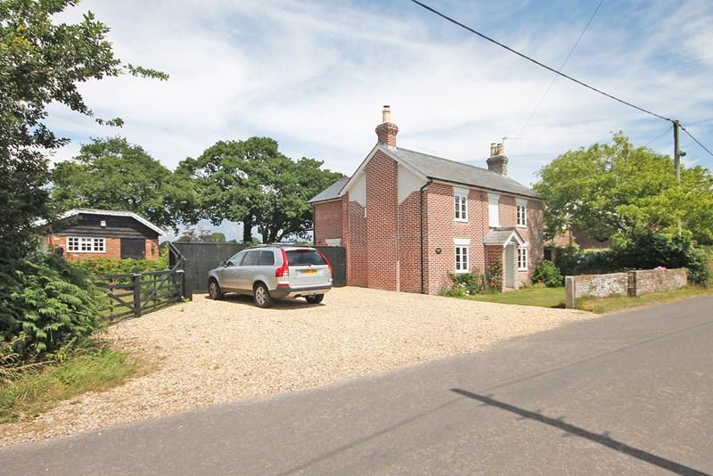 4 Bedrooms Detached House for sale in Lyndhurst Road, Bransgore, Christchurch