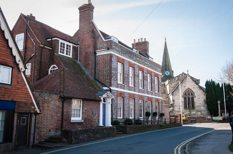 5 Bedrooms Town House for sale in Church Street, Uckfield