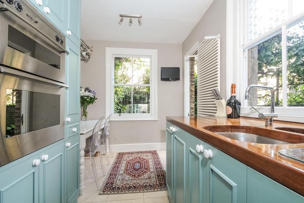 2 Bedrooms Flat for sale in Gaywood Street, Elephant Castle, SE1