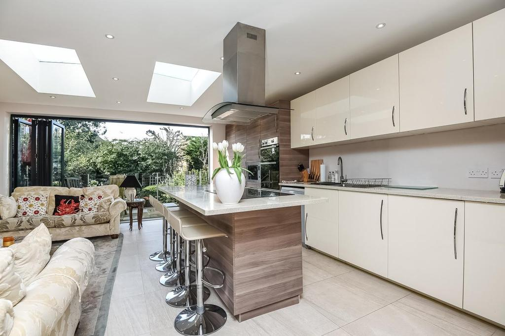 4 Bedrooms Semi Detached House for sale in Howcroft Crescent, Finchley