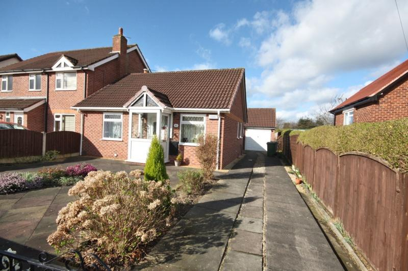 2 Bedrooms Bungalow for sale in Barnaby Road, Poynton, SK12