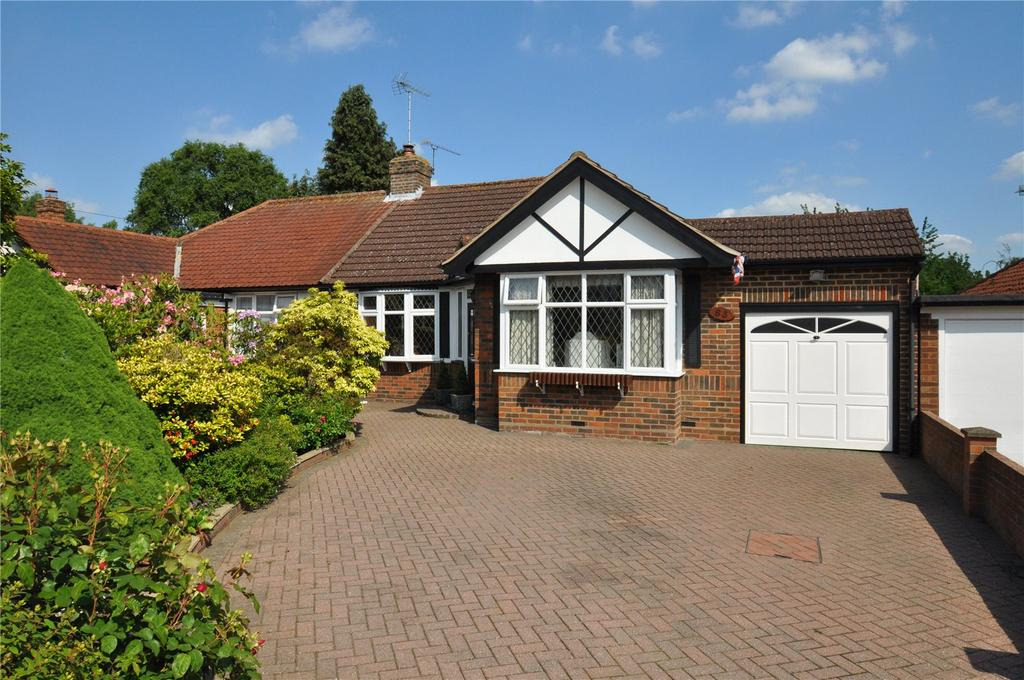 2 Bedrooms Semi Detached Bungalow for sale in Stanley Avenue, Chiswell Green, St. Albans, Hertfordshire