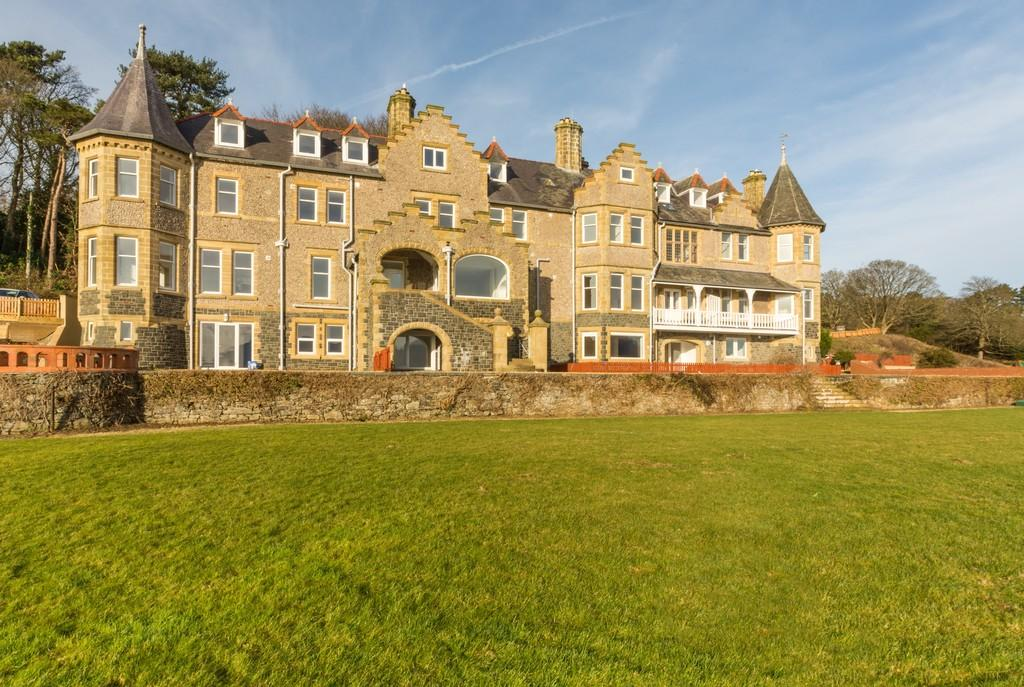 2 Bedrooms Apartment Flat for sale in Glyngarth, Menai Bridge, Isle of Anglesey
