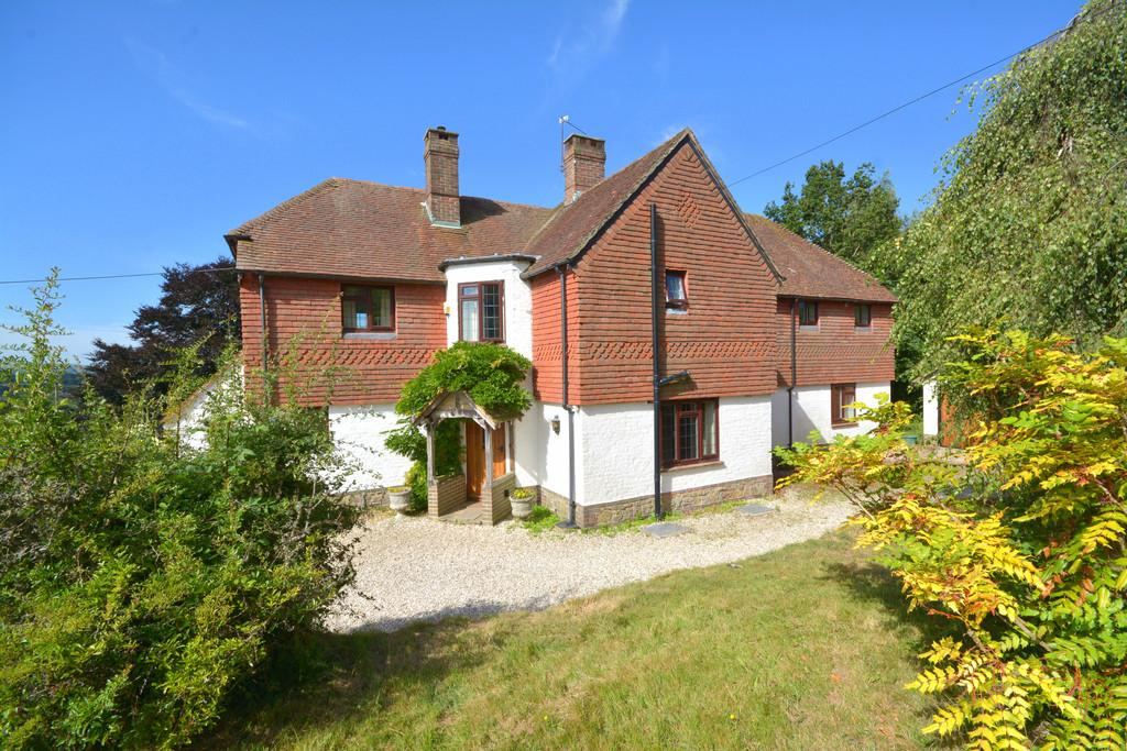 4 Bedrooms Detached House for sale in Pulborough, West Sussex