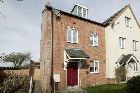 3 bedroom townhouse for sale - Weatherby Road, Norwich