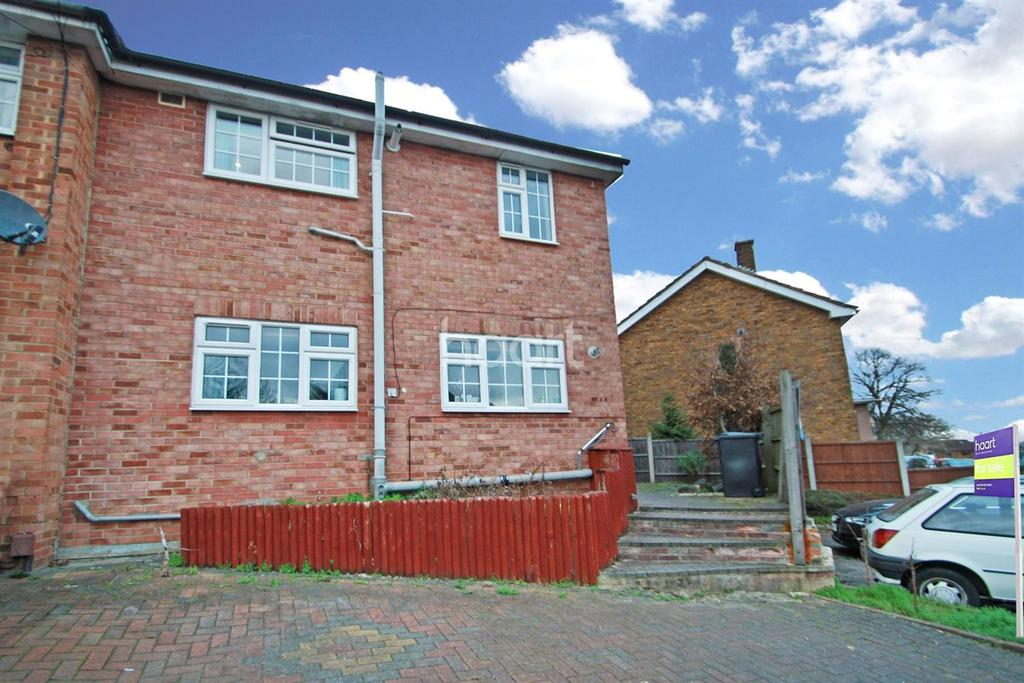 1 Bedroom Flat for sale in Hillcroft , Loughton, IG10