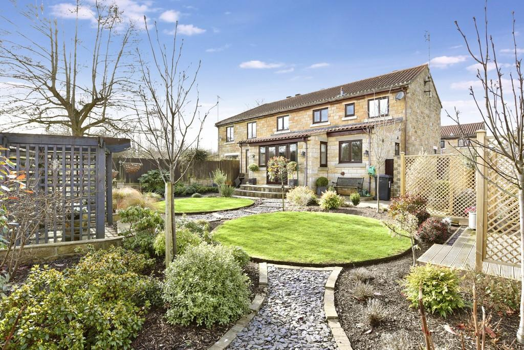3 Bedrooms Mews House for sale in Low Mill Court, Shaw Mills, Harrogate