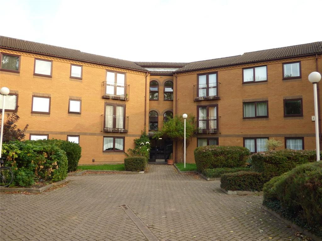 2 Bedrooms Apartment Flat for sale in Westgate Court, Waltham Cross, Hertfordshire, EN8