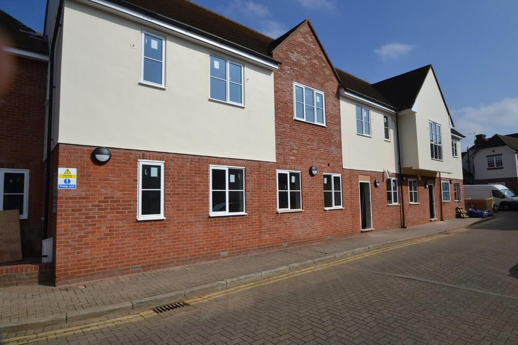 2 Bedrooms Ground Flat for sale in Guithavon Street, Witham