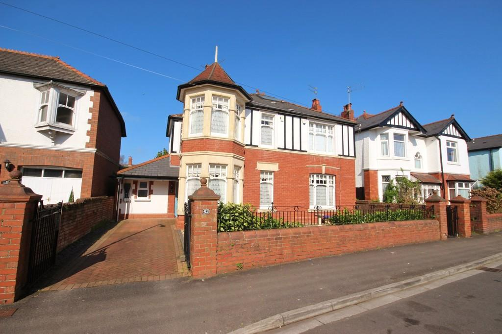 4 Bedrooms Detached House for sale in Bishops Road, Whitchurch, Cardiff