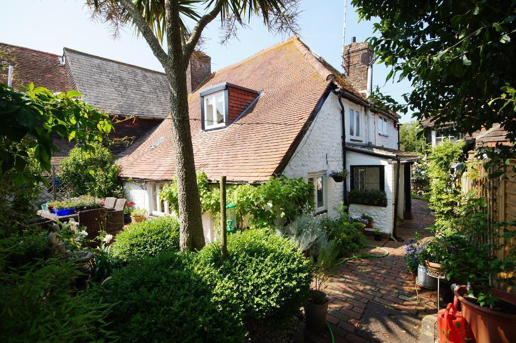 3 Bedrooms House for sale in High Street, Upper Beeding, West Sussex, BN44 3HZ
