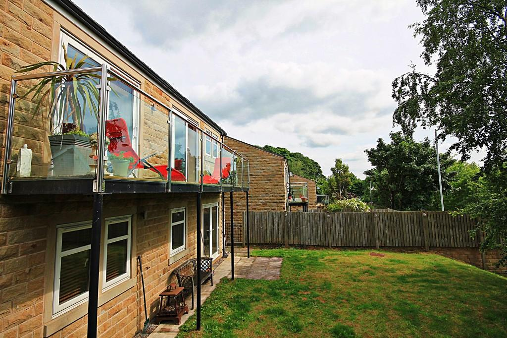4 Bedrooms Detached House for sale in St. James Close, Baildon