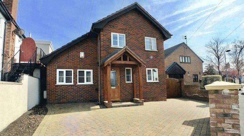 5 Bedrooms Detached House for sale in Clwyd Avenue, Prestatyn
