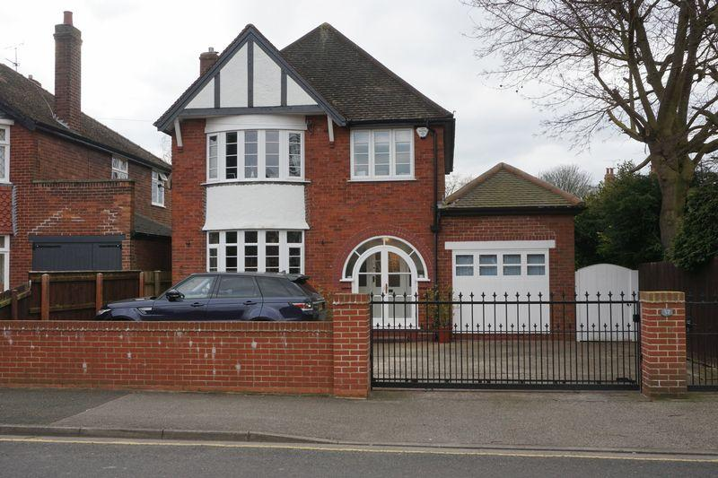 3 Bedrooms Detached House for sale in Queensway, Lincoln
