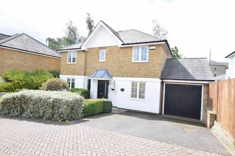 4 Bedrooms Detached House for sale in Fennel Close, Maidstone