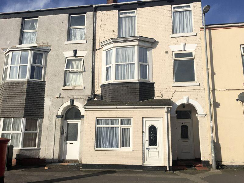 4 Bedrooms Duplex Flat for sale in Queen Street, Withernsea