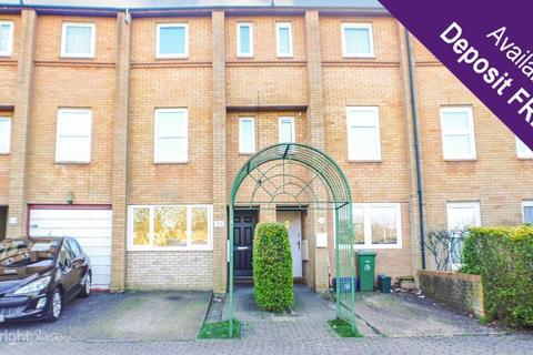4 bedroom terraced house to rent - Kernow Crescent, Fishermead, Milton Keynes