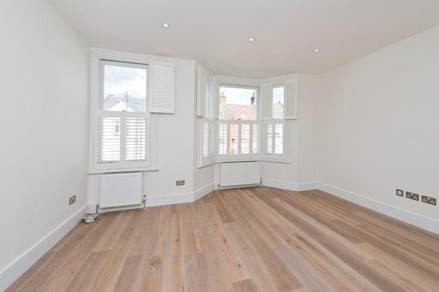 3 Bedrooms Flat for sale in Leythe Road, Acton W3, Acton W3
