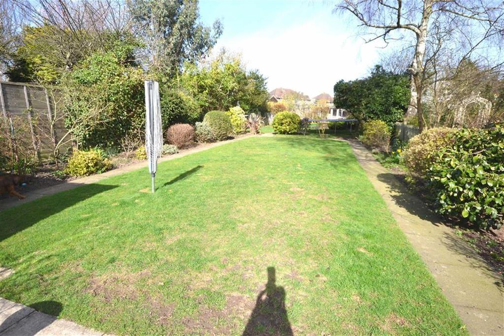 4 Bedrooms Semi Detached House for sale in Morgan Crescent, Theydon Bois, Essex