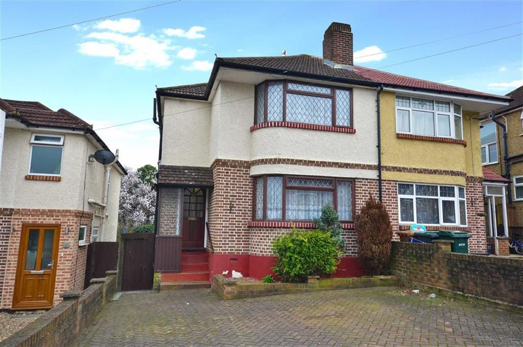3 Bedrooms Semi Detached House for sale in Beechcroft Avenue, Croxley Green, Hertfordshire