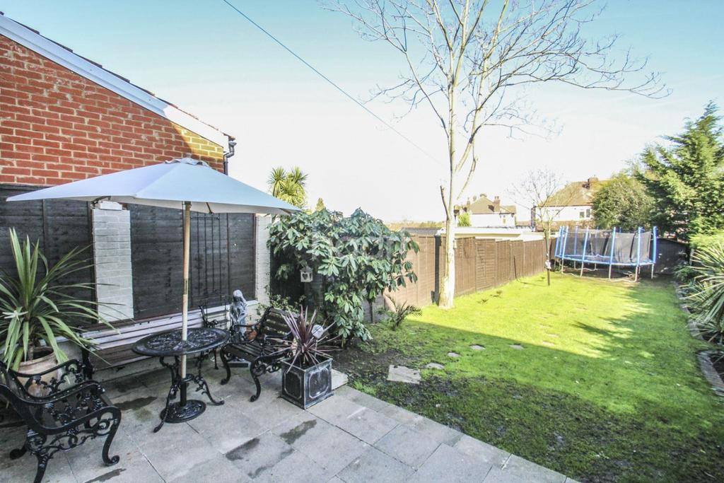 4 Bedrooms Terraced House for sale in Cherrywood Lane, Morden, SM4