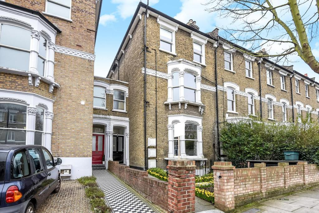 3 Bedrooms Flat for sale in Freegrove Road, Holloway, N7