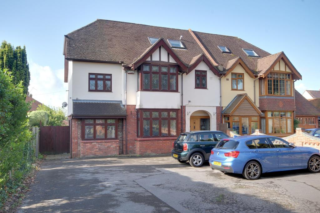 5 Bedrooms Semi Detached House for sale in COSHAM