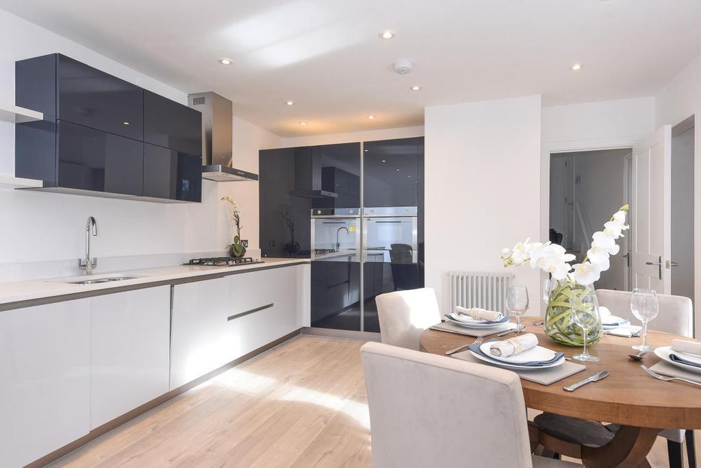 2 Bedrooms Flat for sale in Castlebar Road, Ealing