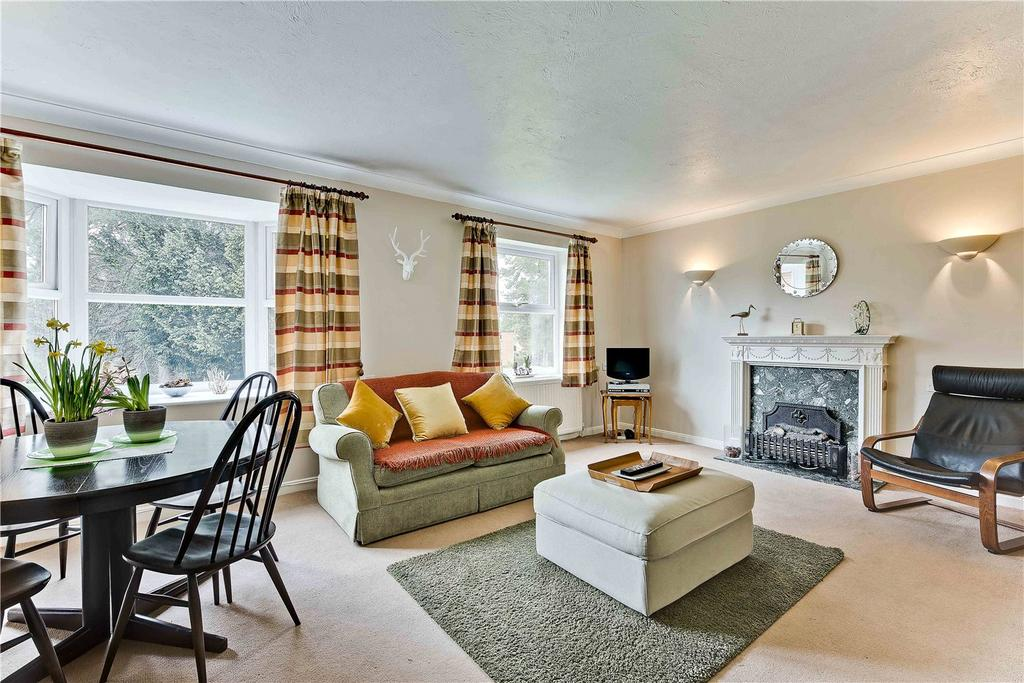 1 Bedroom Flat for sale in Fairlawn, Hall Place Drive, Weybridge, Surrey, KT13