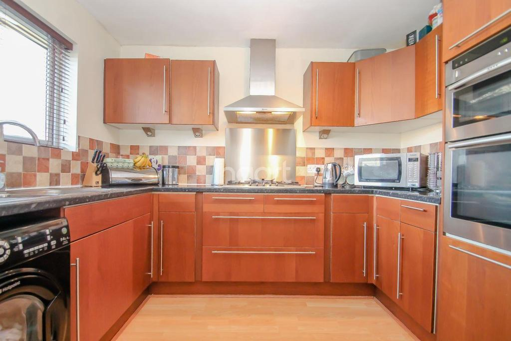 3 Bedrooms Terraced House for sale in Warneford Close, Swindon, Wiltshire