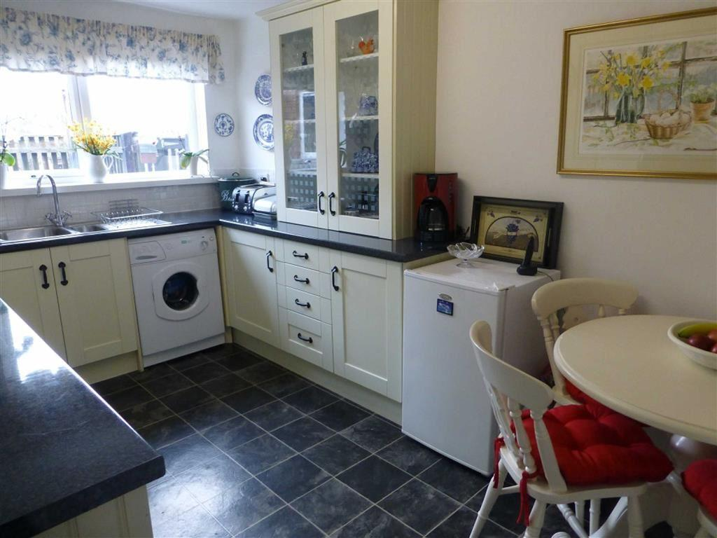 2 Bedrooms Terraced House for sale in Wheat Close, Gwersyllt, Wrexham