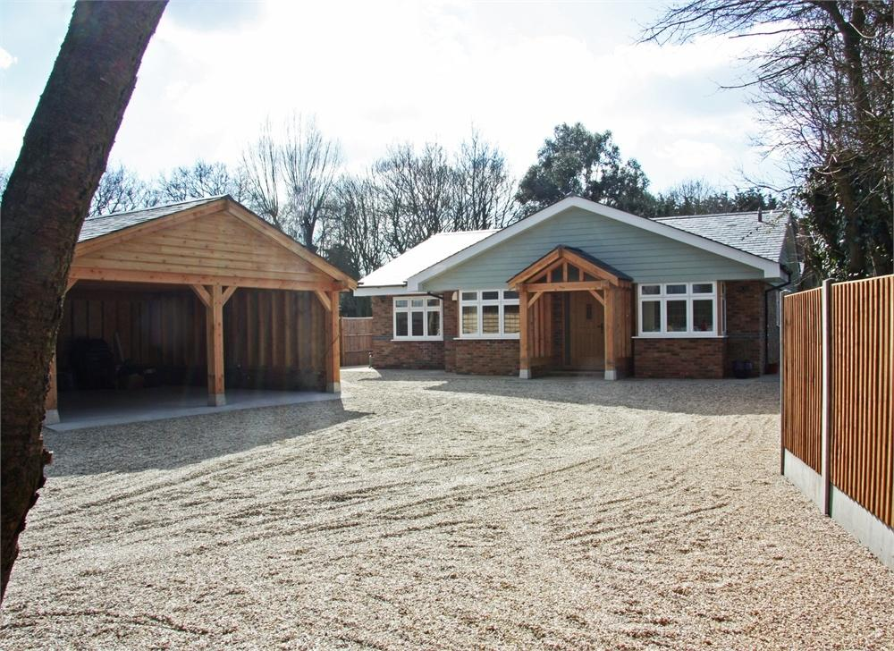 4 Bedrooms Detached Bungalow for sale in Rettendon Common, CHELMSFORD, Essex