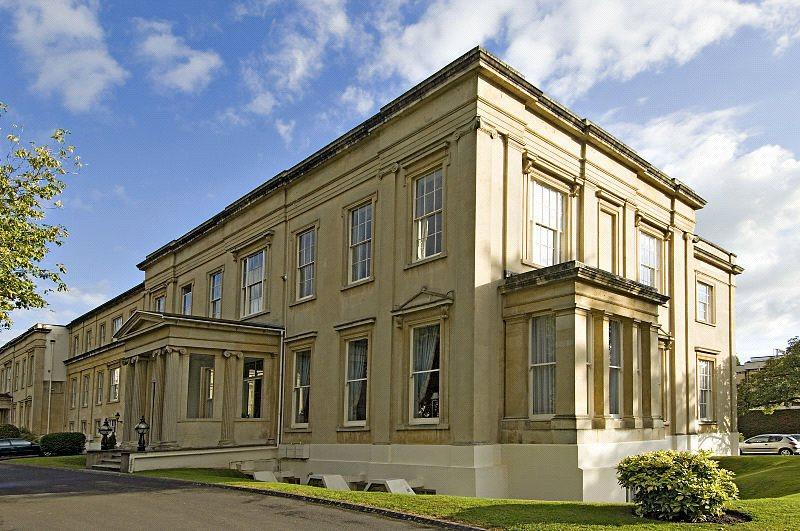 2 Bedrooms Flat for sale in Montpellier House, Suffolk Square, Cheltenham, Gloucestershire, GL50